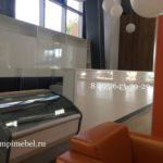 Торговая витрина в цвет мебели